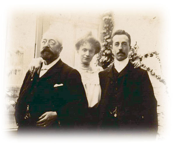Another picture of Alfred Barnard and family.jpg