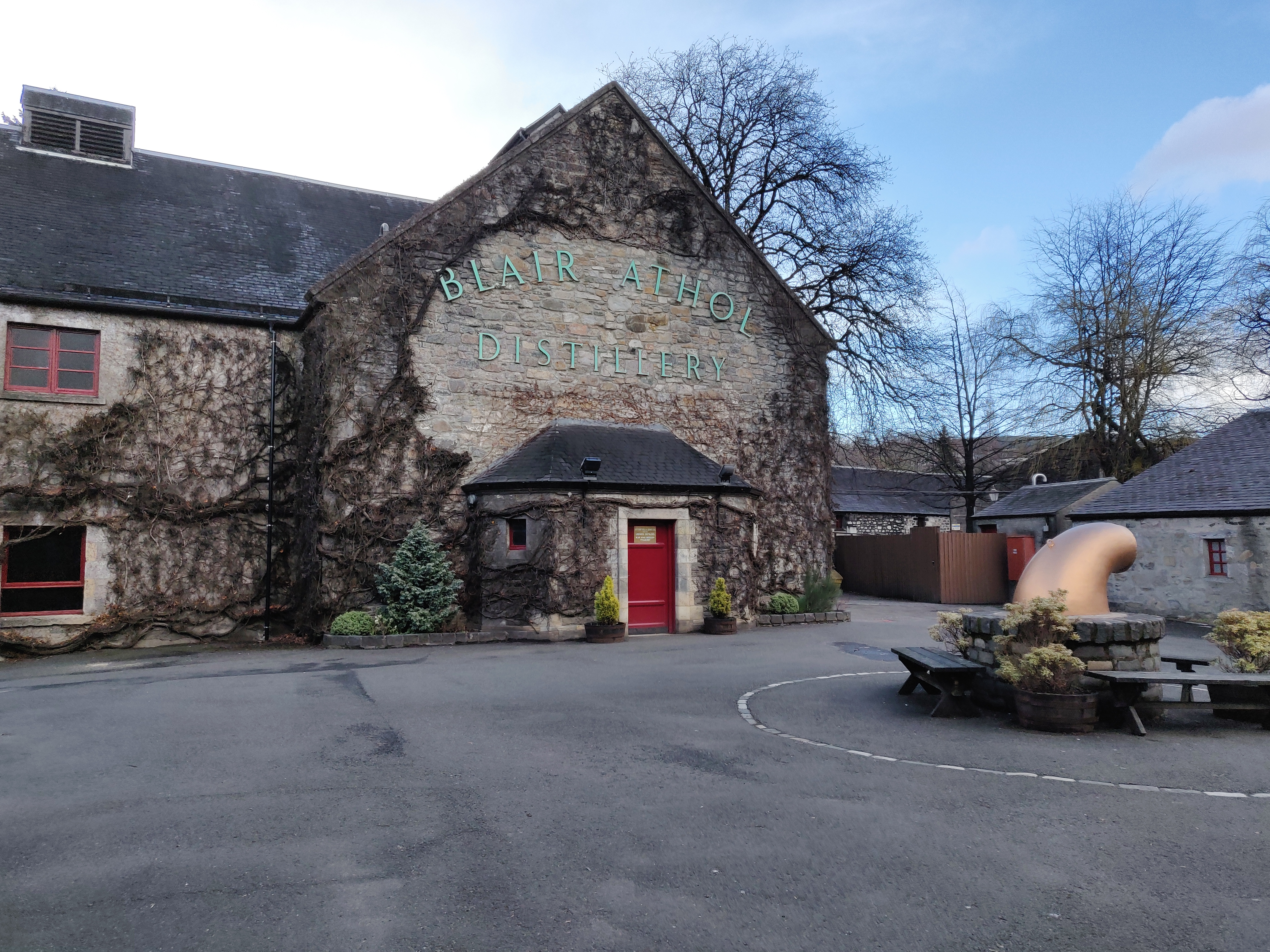 Picture of Blair Athol distillery.jpg